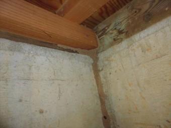 家の中で雨漏りを発見した時はずいぶん前から雨漏りが始まっていた可能性が高いと考えて早期対処をすべきです