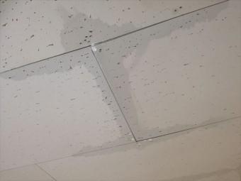 雨漏りの痕跡を見つけた時は、相当前から雨漏りしていた可能性があると考えて下さい。