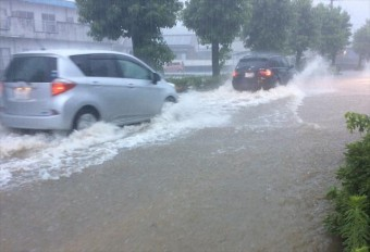 6月の降雨量は極めて少なかったところへ、短時間で1か月分の降雨があると、恵みの雨を通り超えて、災害への警戒をしなければなりません。