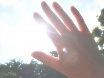 太陽の強い日差しは紫外線とともに温度影響もコーキングに作用します
