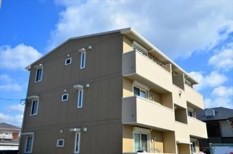 プレハブ構造の賃貸物件と、木造、軽量鉄骨造、重量鉄骨造、鉄筋コンクリート造など堅牢な構造の賃貸物件の賃貸条件を単純比較する事はできない