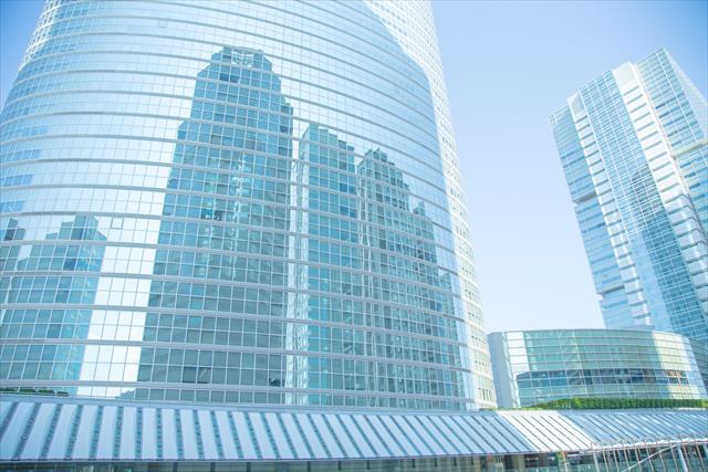 遮熱は、太陽の熱が屋根や外壁に照射して吸収されないように反射すること