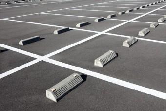 自動車を格納するガレージの表面は、未舗装、アスファルト、コンクリートと様々な形態があります。