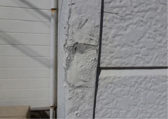 ぶつけて変形した外壁の角